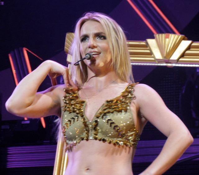 Britney spears musik skræmmer pirater væk